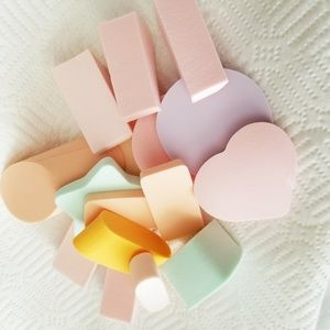 New Set Of 16 Beautiful Cosmetic Sponges